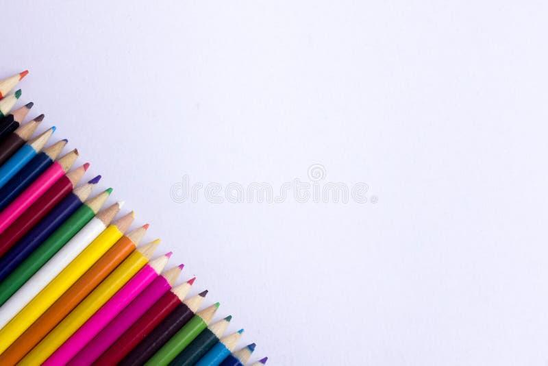 Coloree el lápiz con el espacio de la copia aislado en el fondo del whtie, educat foto de archivo libre de regalías