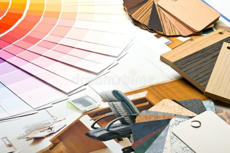 Coloree la guía, las muestras de materiales y el catálogo fotos de archivo