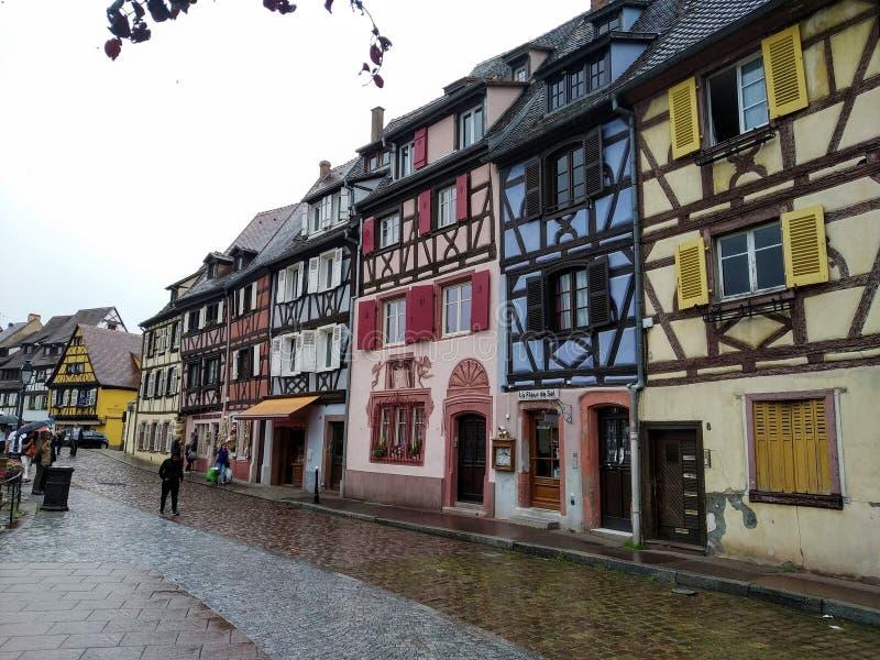 Coloreful oude huizen in Rijnstijl in Colmar, Frankrijk stock afbeeldingen