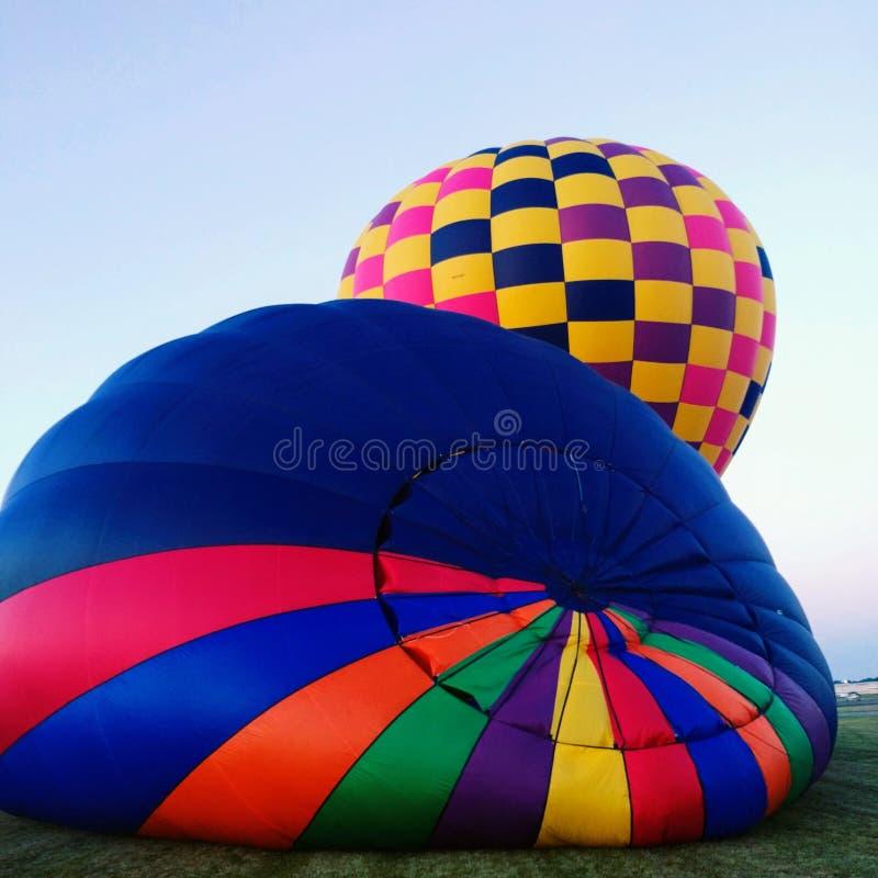 Colores brillantes cuadrados de la inflación dos del globo del aire caliente fotos de archivo libres de regalías