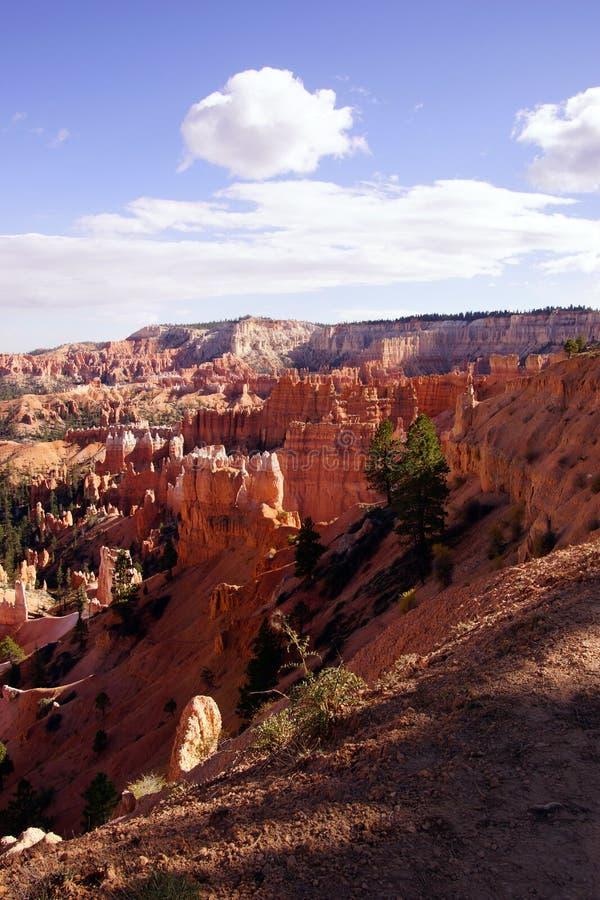 Colores claros de la última hora de la tarde los pináculos de la piedra arenisca en el canyo foto de archivo libre de regalías