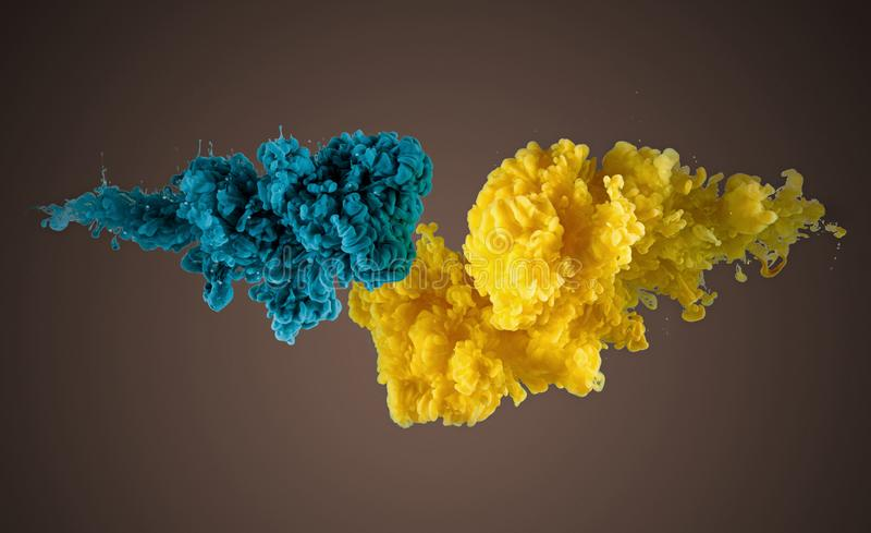 Colores de acrílico y chapoteo de la tinta en agua imagen de archivo libre de regalías