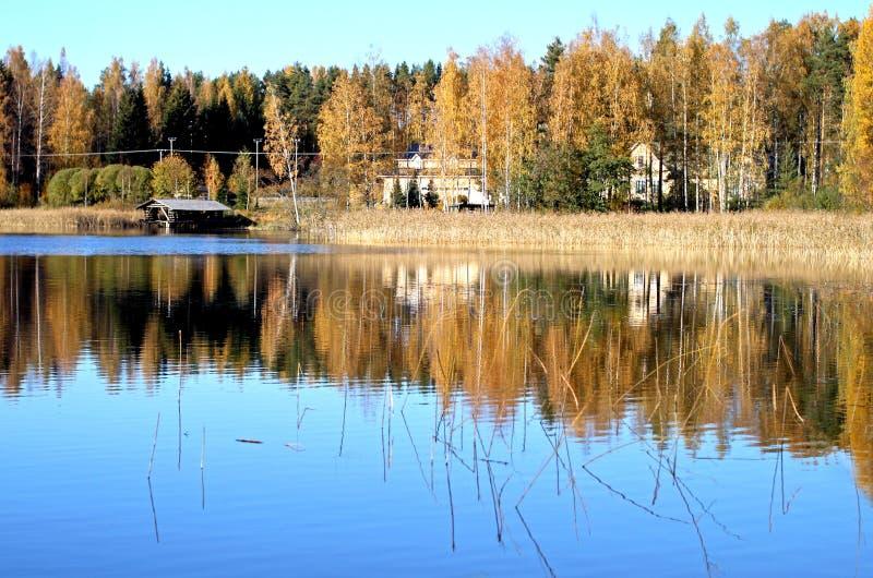 Colores de la caída en el lago Saimaa imágenes de archivo libres de regalías