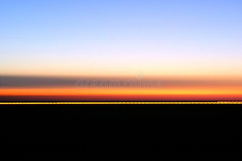 Colores de la oscuridad en el horizonte imágenes de archivo libres de regalías