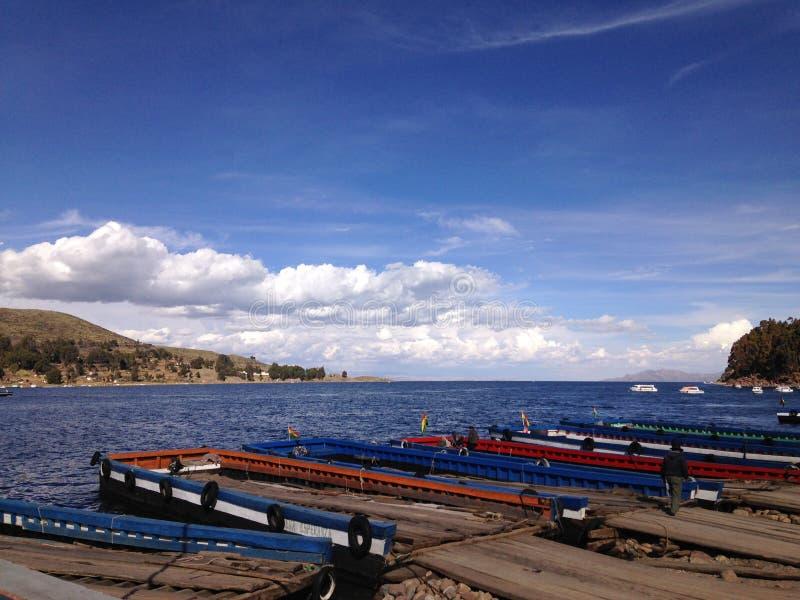 colores del lago del titicaca fotografía de archivo