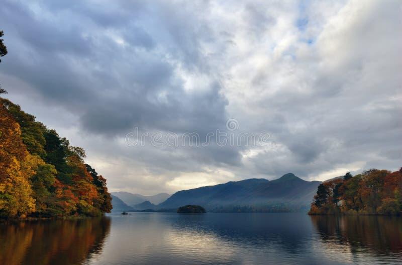 Colores del otoño en Derwentwater imagen de archivo libre de regalías
