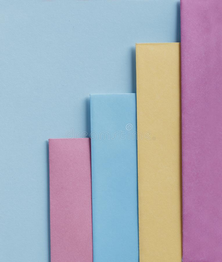 Colores en colores pastel de moda en endecha plana de la forma de la geometr?a Fondo linear creativo del papel colorido del arco  imagen de archivo libre de regalías