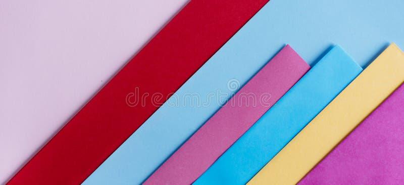 Colores en colores pastel de moda en endecha plana de la forma de la geometr?a Fondo linear creativo del papel colorido del arco  fotografía de archivo