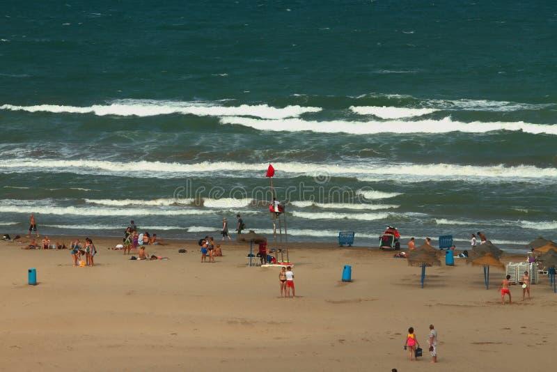 Colores rojos alzados en la playa del mar Valencia, España fotografía de archivo libre de regalías
