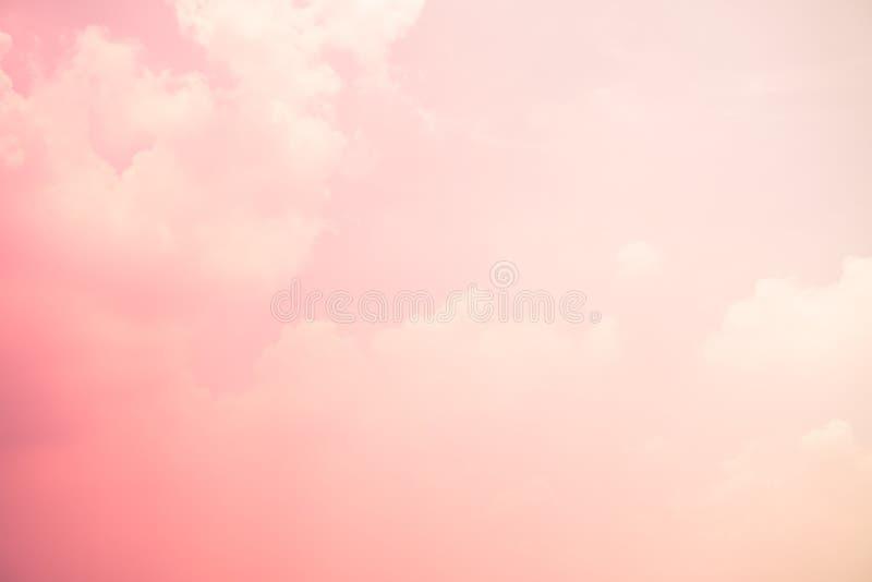 Colores rosados y azules del cielo grano abstracto de la luz de la falta de definición del fondo del cielo imagen de archivo libre de regalías