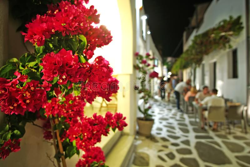 Colores y atmósfera griegos en la ciudad encantadora de Naoussa, Paros, Cícladas imagen de archivo libre de regalías