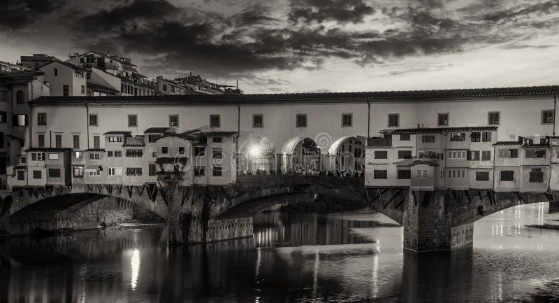 Colores y formas de Ponte Vecchio, Florencia foto de archivo