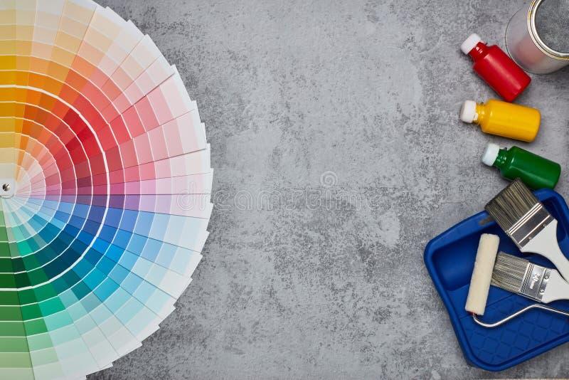 Colorez les ?chantillons, peignant des accessoires images stock