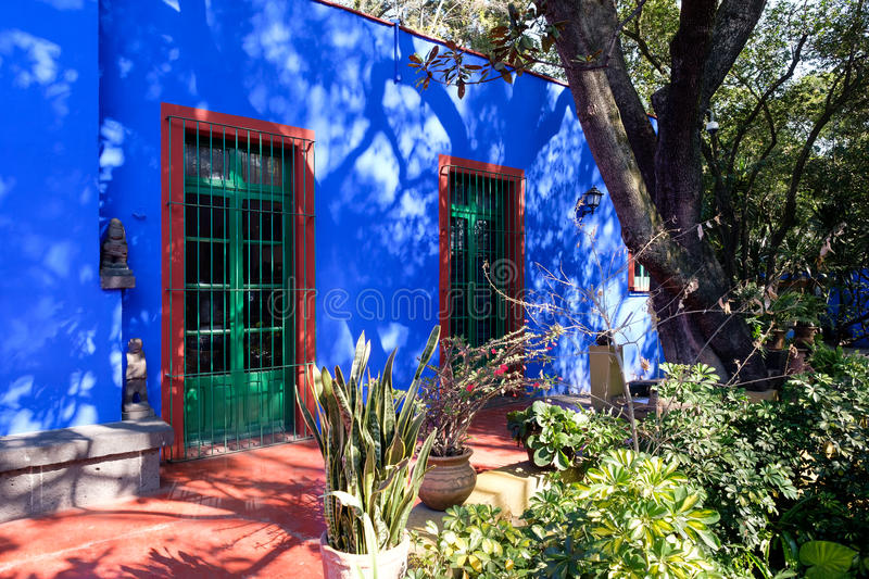 Colorful courtyard at the Frida Kahlo Museum in Mexico City stock photography