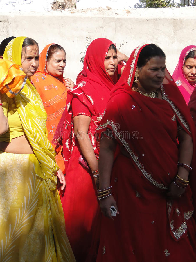 Download Colorful Indian Women Form A Wedding Procession Editorial Image - Image: 14596165