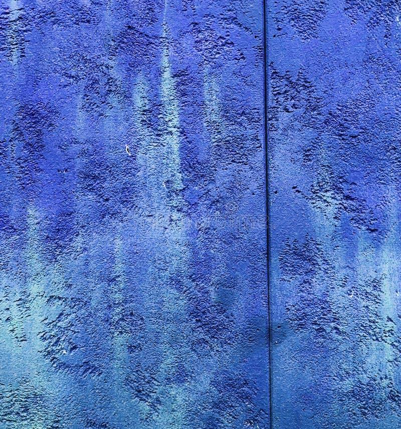 Colorfull充满活力的室外七高八低的深蓝色颜色透视葡萄酒 免版税图库摄影