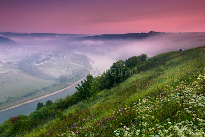 Download Colorfull日出风景在夏天 库存图片. 图片 包括有 阴霾, 马掌, 村庄, beautifuler - 72360883