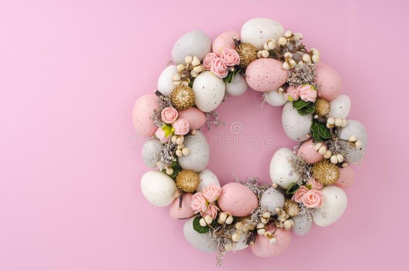 Colorfull美丽的欢乐复活节花圈 ?? 库存照片