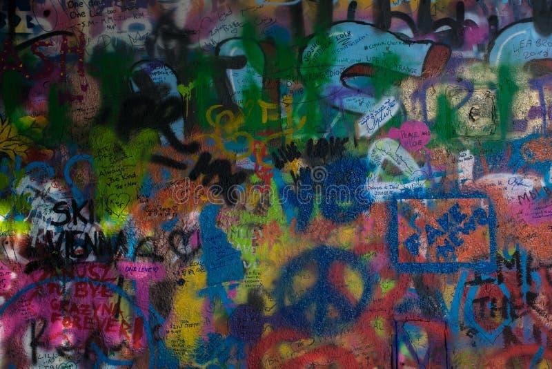 Colorfull-Graffitibeschaffenheit von John Lennon-Wand in Tschechischer Republik Prags lizenzfreies stockbild