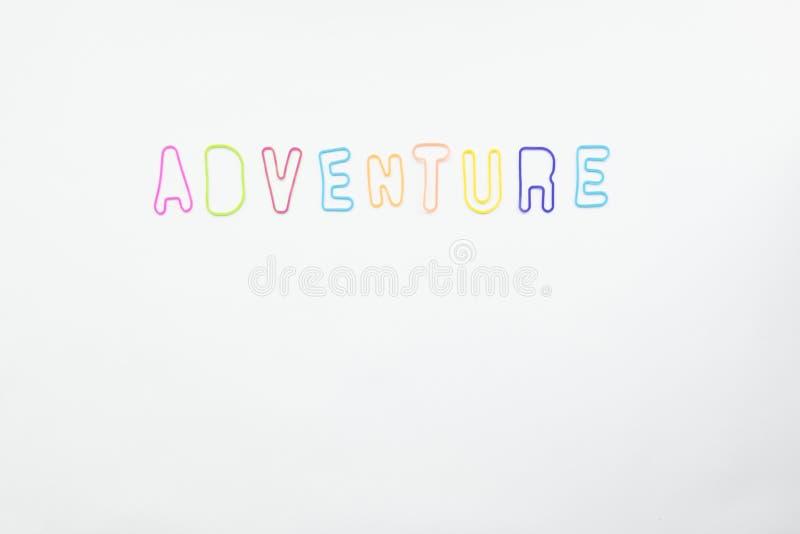 Colorfullbrieven voor het woordavontuur op witte achtergrond stock afbeelding
