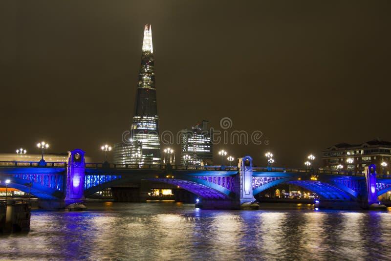 Southwark most i czerep w Londyn obraz royalty free