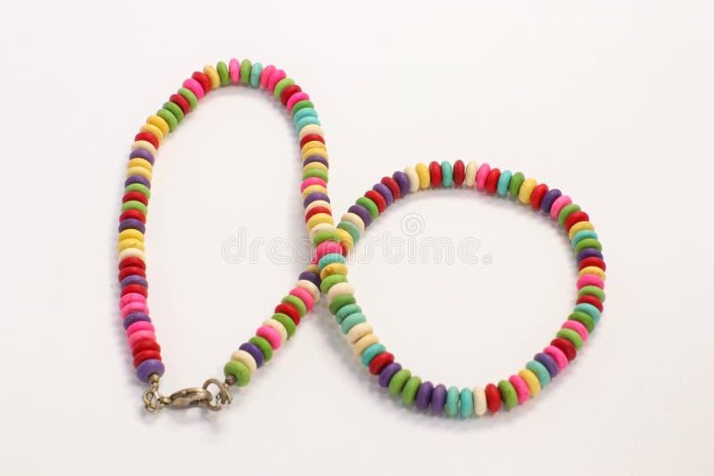 Colori allegri raccolta a catena colorata delle perle dei gioielli di multi fotografie stock libere da diritti