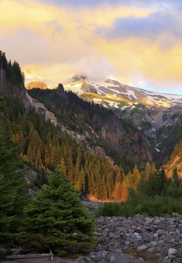 Colori del cappuccio di Mt. al tramonto fotografia stock libera da diritti
