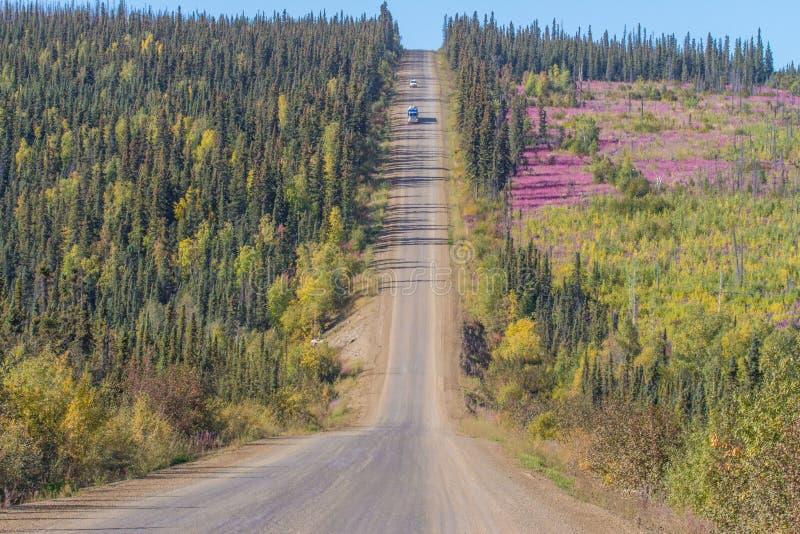 Colori di caduta lungo la strada principale di Dalton alla baia di Prudhoe nell'Alaska fotografie stock