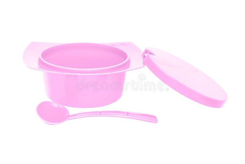 Colori la ciotola rosa dello zucchero pastoso con il cucchiaio su fondo bianco immagine stock libera da diritti