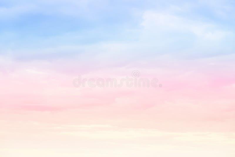 Colori pastelli luminosi del cielo fotografia stock libera da diritti