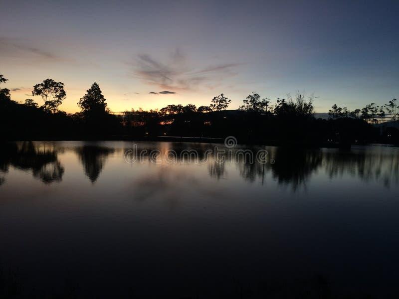 Colori stupefacenti ed ombre di tramonto! fotografie stock libere da diritti