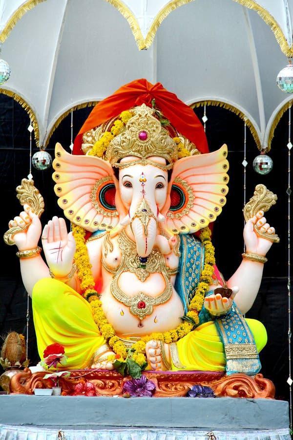 Colorida estatua artesanal Pintada Del Señor Hindú Idol Ganesha fotografía de archivo