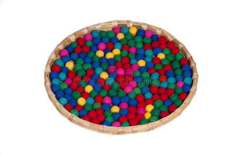 Colorido bobbles na cesta imagens de stock