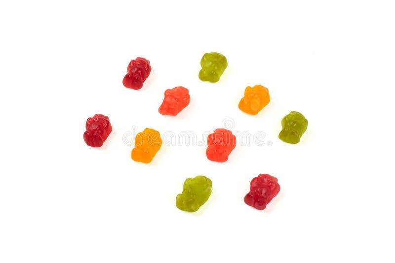Colorido coma los osos gomosos gelatinan el caramelo, aislado en el fondo blanco foto de archivo