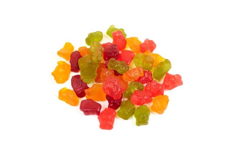 Colorido coma los osos gomosos gelatinan el caramelo, aislado en el fondo blanco fotos de archivo