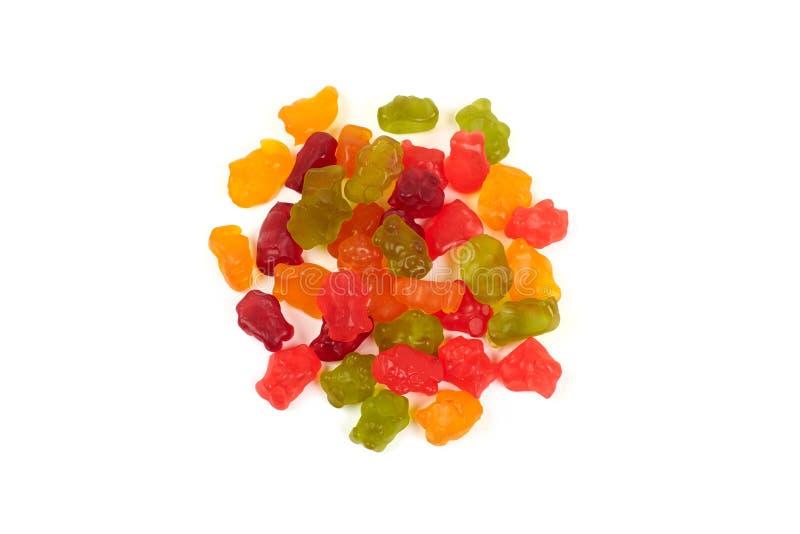 Colorido coma los osos gomosos gelatinan el caramelo, aislado en el fondo blanco imagen de archivo libre de regalías