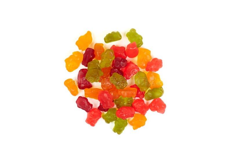 Colorido coma los osos gomosos gelatinan el caramelo, aislado en el fondo blanco fotos de archivo libres de regalías