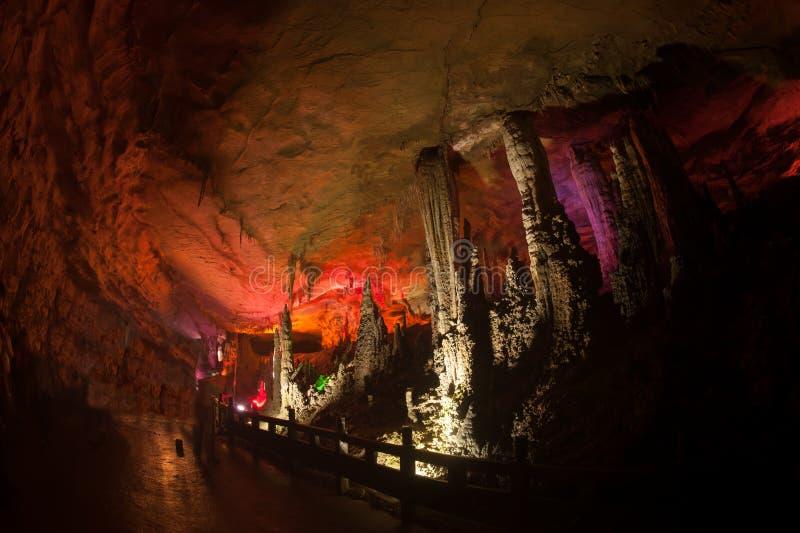 Colorido da caverna de Huanglong em China foto de stock