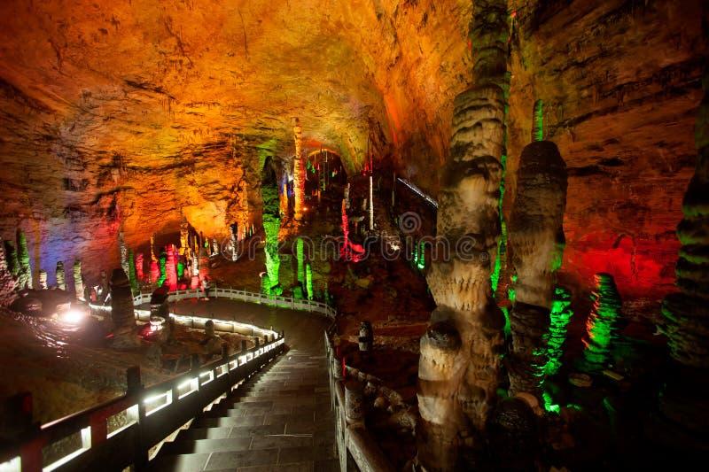 Colorido da caverna de Huanglong em China foto de stock royalty free