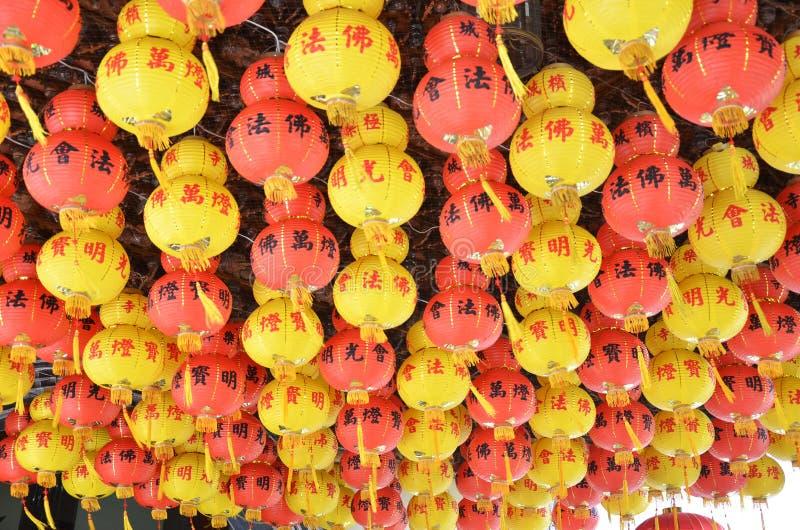 Colorido da lanterna no templo chinês Penang, Malásia imagens de stock