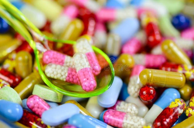 Colorido de fondo oral de las medicaciones fotos de archivo