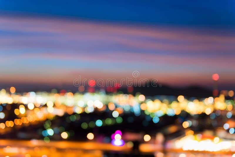 Colorido de las luces y del bokeh iluminado, extracto borroso de la ciudad fotografía de archivo libre de regalías