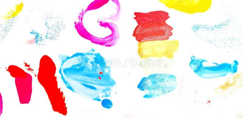Colorido del esmalte de uñas pintado o ser manchado en el papel blanco del cojín para el fondo imagen de archivo