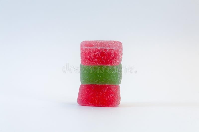 Colorido, doces do doce de fruta no fundo branco imagem de stock royalty free