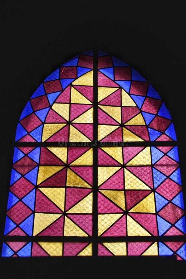 Colorido kyrkafönster i Lissabon arkivbilder
