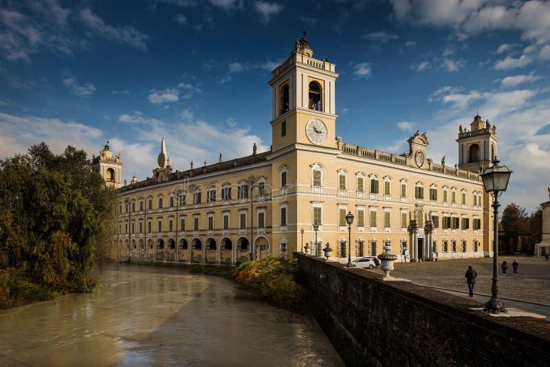 COLORNO ITALIEN - NOVEMBER 06, 2016 - Royal Palace av Colorno royaltyfri foto