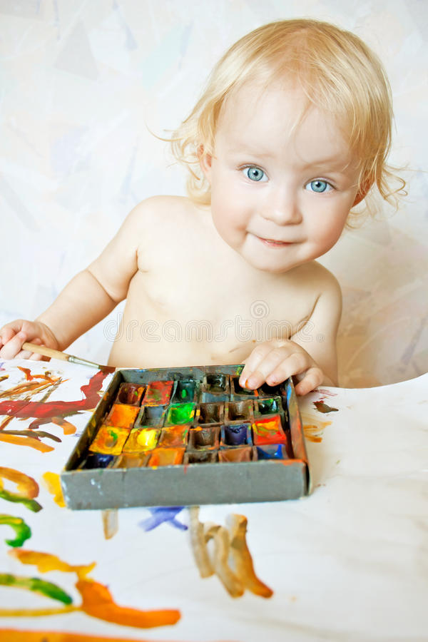 colors flickan little leka för målarfärg arkivbild