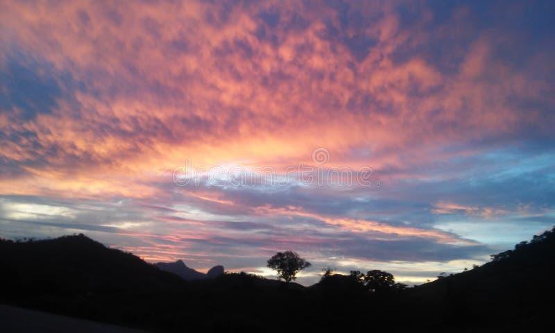colors skyen arkivbilder