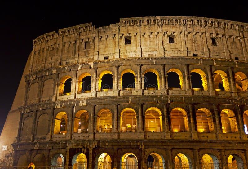 Coloseum bij nacht royalty-vrije stock afbeeldingen