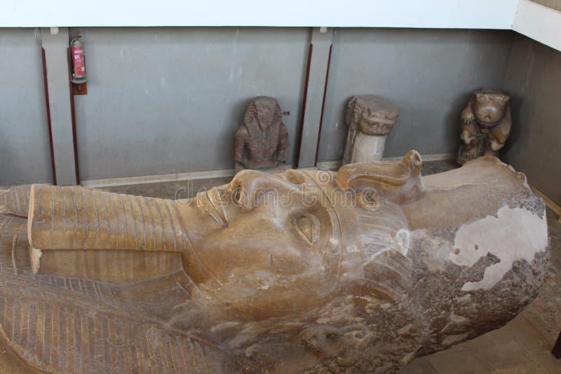 Colosse de ville du Roi Ramses II de Memphis Égypte images libres de droits